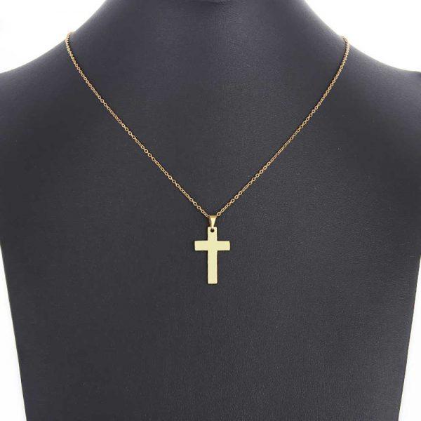 آویز گردنبند اسپرت طلا 18 عیار طرح صلیب کد 0610021 طلایی روی مانکن